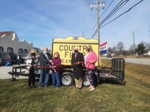 Country Finds Flea Market ribbon cutting photo