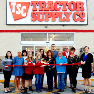 Tractor Supply ribbon cutting photo