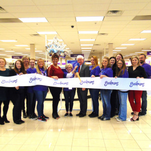 Gordmans opens at Cross County Plaza ribbon cutting photo